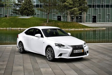 C помощью телефона можно будет управлять седаном Lexus IS 2015 модельного года